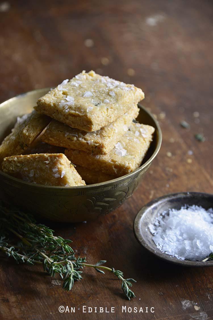 Swiss Cheese and Thyme Homemade #GlutenFree Crackers Recipe #grainfree
