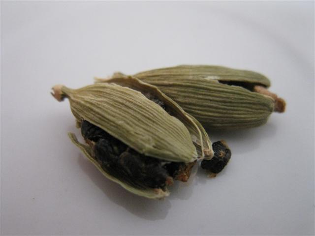 Crushed Cardamom Pods