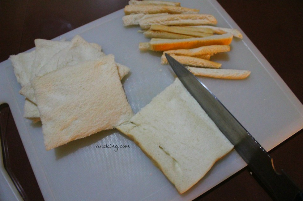 2. Cut the sides of each slice of the bread.