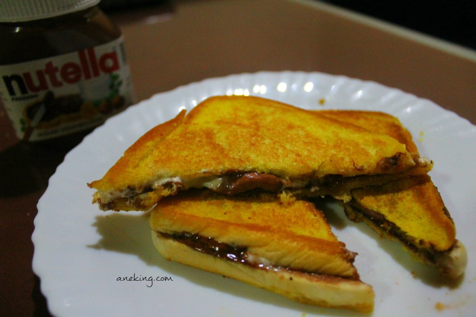 8. Your Nutella and Marshmallow Sandwich is now done and ready to be eaten.