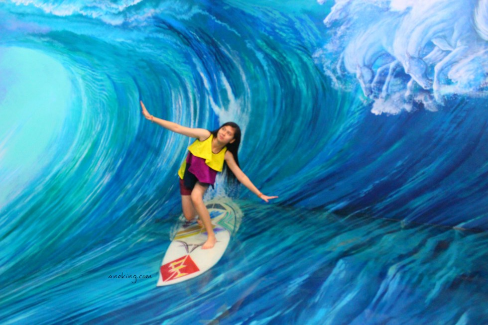 surfing in Art in Island