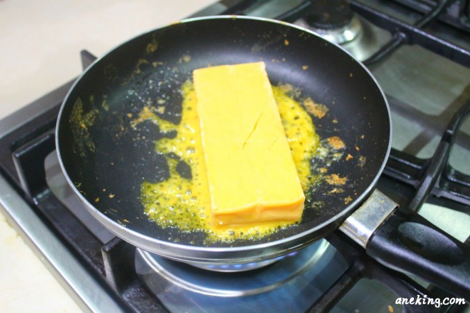 2. Heat the cheddar cheese using a pan and let it melt.