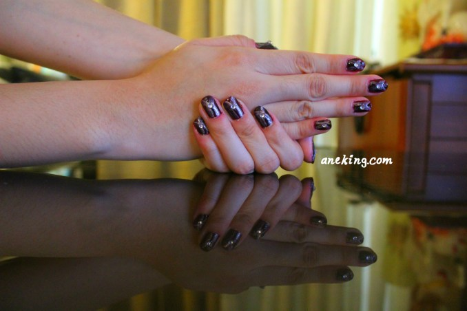 6. Enjoy the new 1930s-inspired look of your nails.