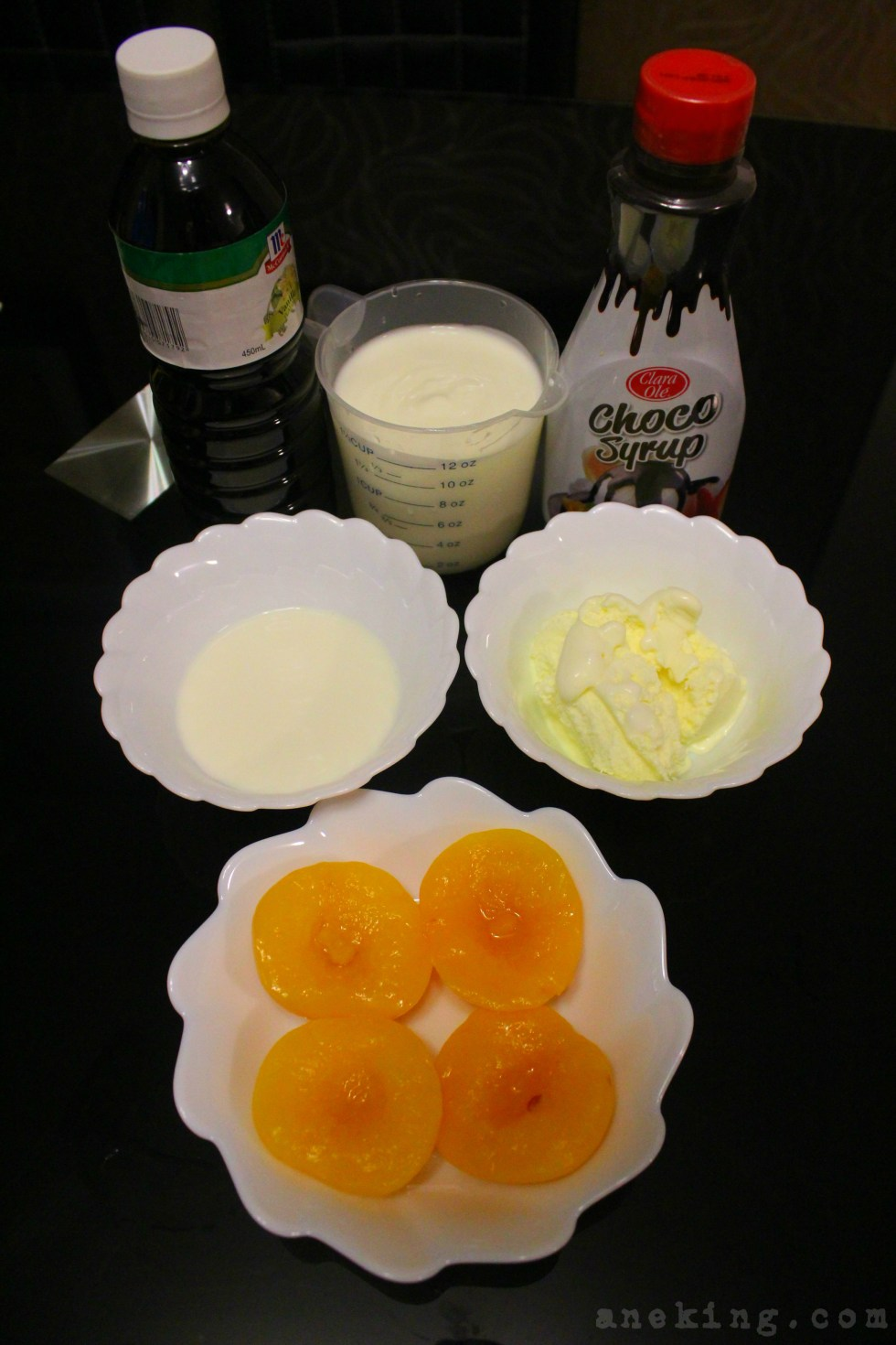 1. Prepare all the ingredients needed. This includes peaches, chocolate syrup, Vanilla yogurt, Vanilla ice cream, Vanilla essence and milk.