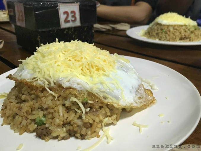 shawarma ni kulas shawarma rice with egg and cheese