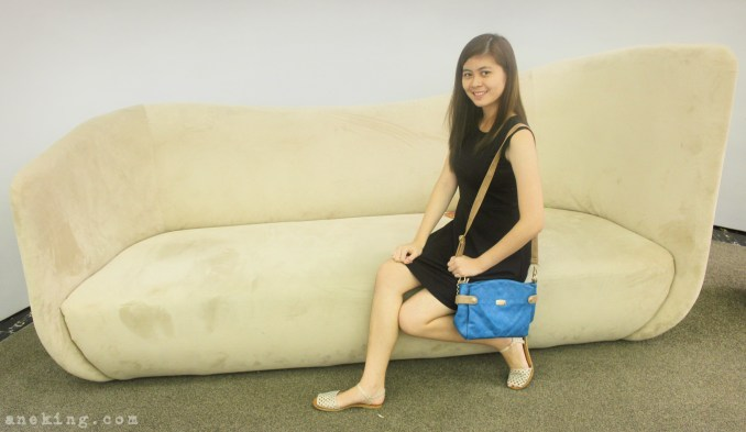 jovanni blue sling bag 1