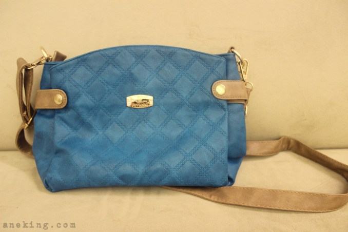 jovanni blue sling bag