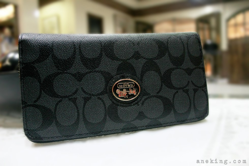 black-coach-wallet