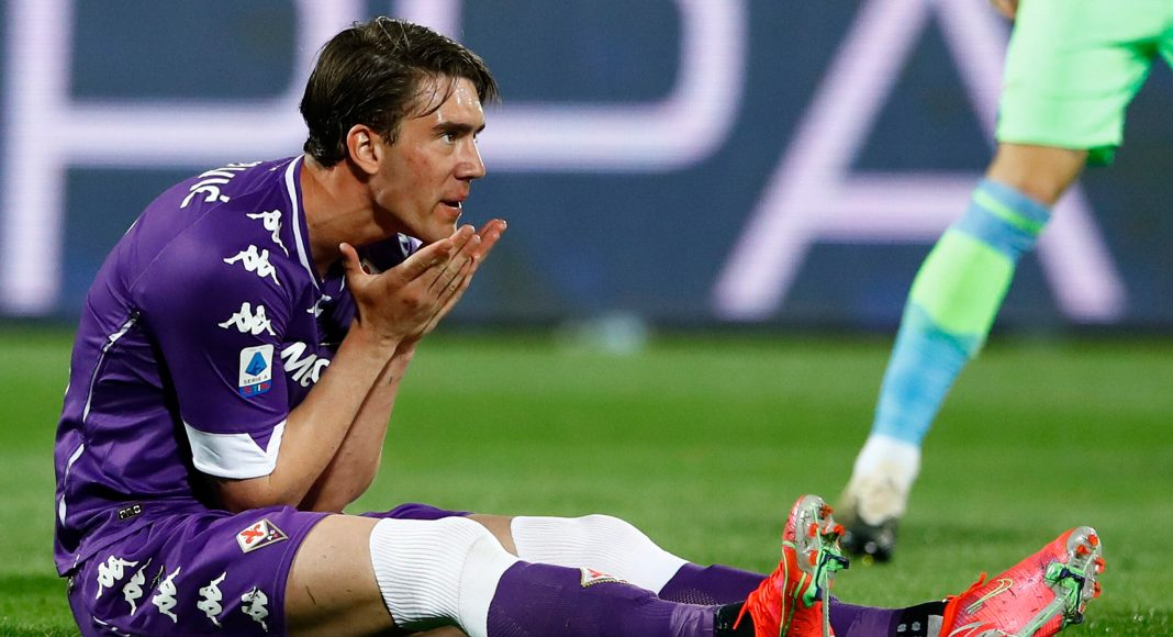 FLORENCE, ITALY - MAY 08: (BILD ZEITUNG OUT) Dusan Vlahovic of ACF Fiorentina gestures during the Serie A match between ACF Fiorentina and SS Lazio at Stadio Artemio Franchi on May 8, 2021 in Florence, Italy.