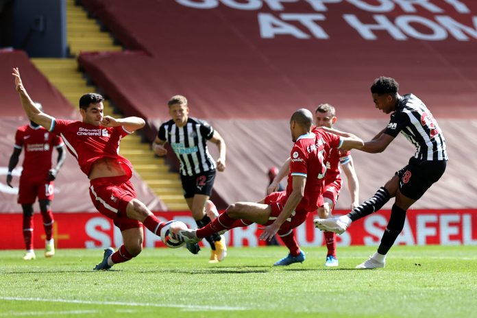 LIVERPOOL, ENGLAND - APRIL 24: Joe Willock of Newcastle United scores their side's first goal during the Premier League match between Liverpool and Newcastle United at Anfield on April 24, 2021 in Liverpool, England. Arsenal