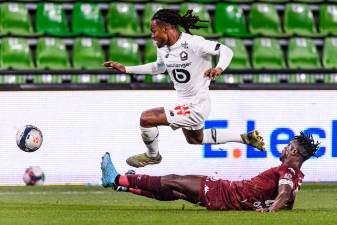 METZ, FRANCE - APRIL 09: John Boye of Metz (R) battles for the ball with Renato Sanches of Lille (L) during the Ligue 1 match between FC Metz and Lille OSC at Stade Saint-Symphorien on April 9, 2021 in Metz, France. (Photo by Marcio Machado/Getty Images)