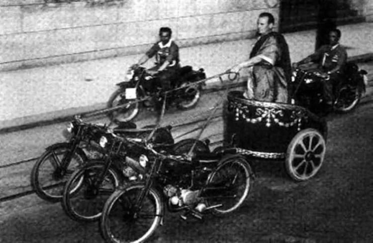 Carreras de carros a motocicleta