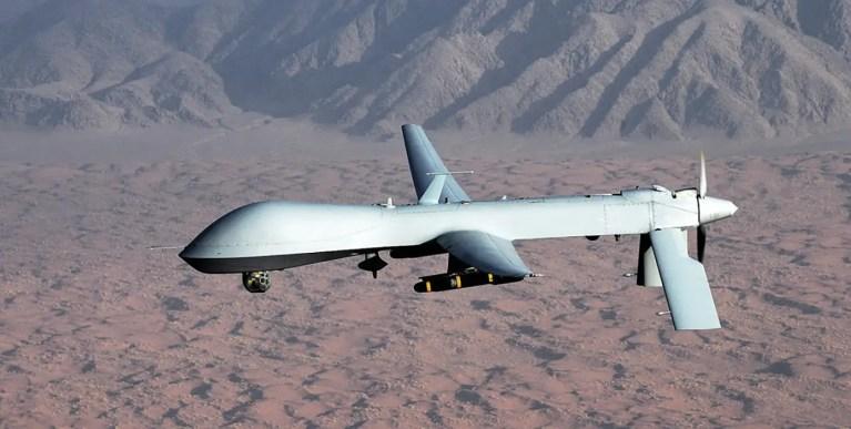 El primer enfrentamiento entre un avión piloteado y un drone de la historia