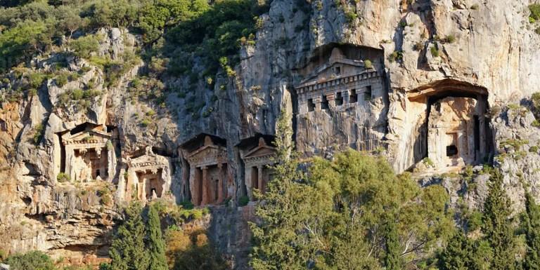 Las tumbas de Licia, las impresionantes tumbas griegas en la montaña