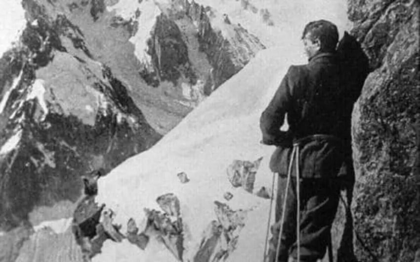 Fotografía de Irvine y Mallory escalando el Everest.