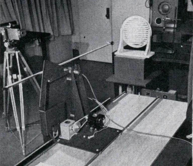Fotografía de un dispositivo de experimentación para fotografiar el sonido.