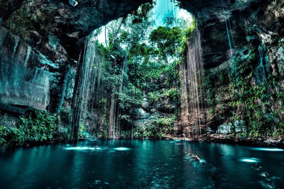 Fotografía de un cenote.