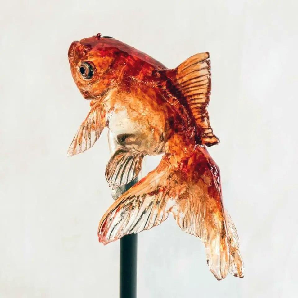 Fotografía de un pez hecho con amezaiku.