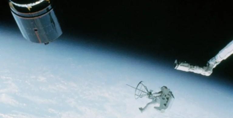 Cómo la NASA capturó dos satélites en órbita: la misión Westar 6
