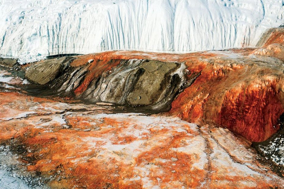Fotografía de las cascadas de sangre antárticas.