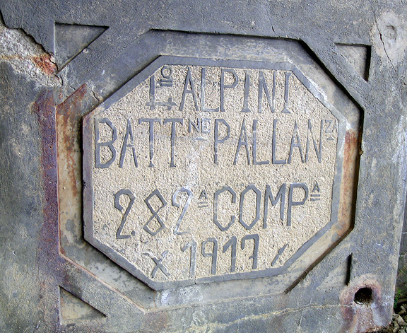 Fotografía de una placa de Lagazuoi.