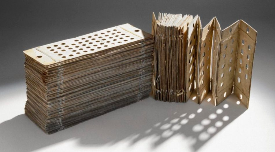 Fotografía de las tarjetas perforadas para la máquina analítica.