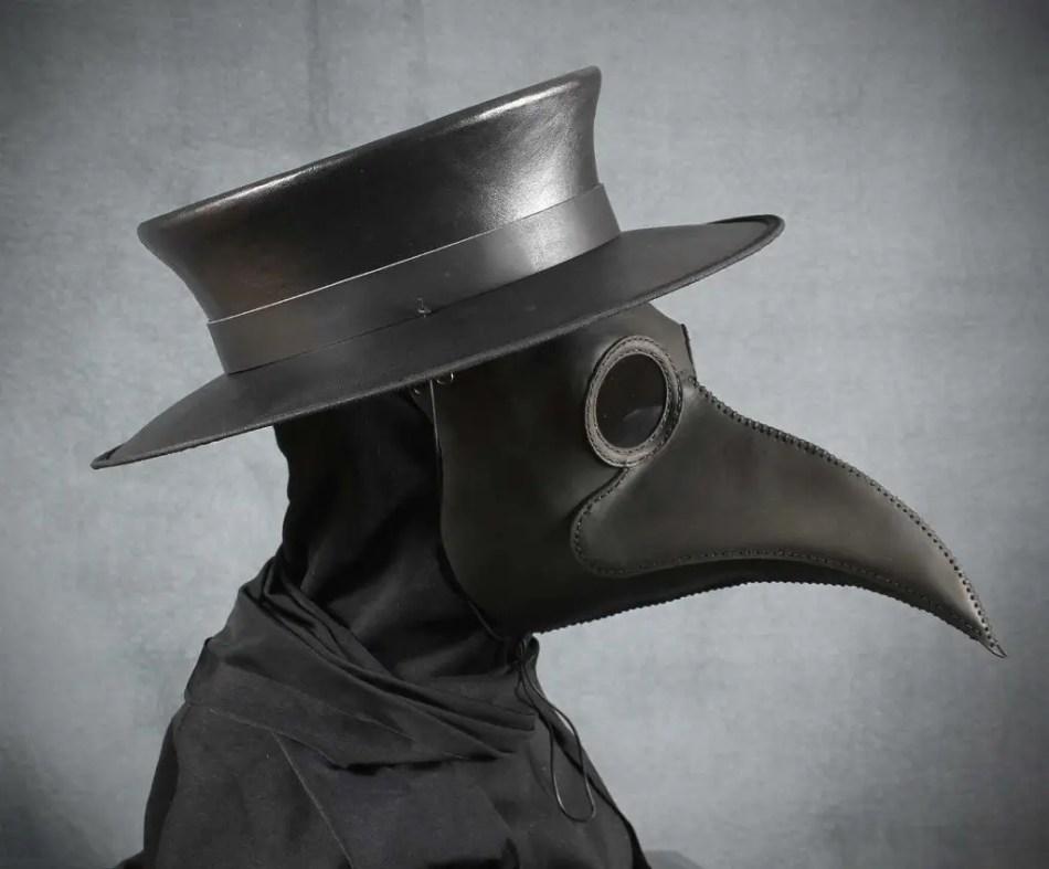 Detalle de una de las máscaras antiplaga de médico renacentistas.