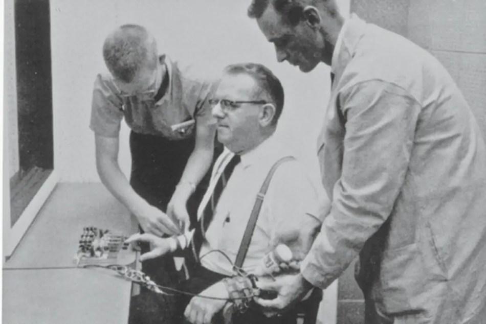 Fotografía del experimento Milgram.