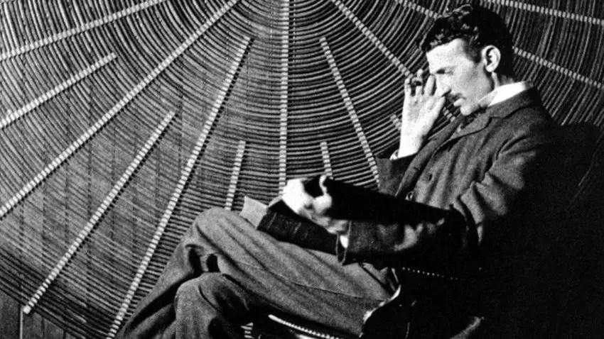 Fotografía de Nikola Tesla.