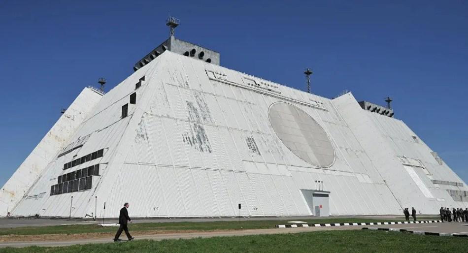 Fotografía de una central de control nuclear soviética.
