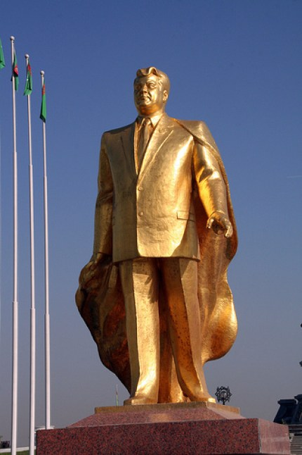 Estatua de Saparmurat Niyazof.
