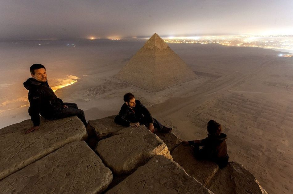 Rusos subiendo a las piramides.
