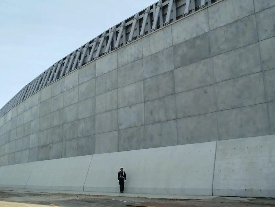 Nuevas paredes para proteger la planta nuclear de Hamaoka