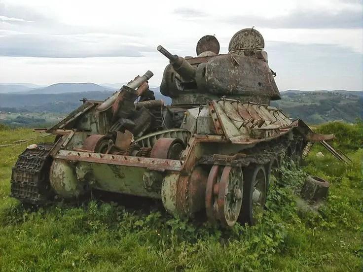 Fotografía de un tanque abandonado.