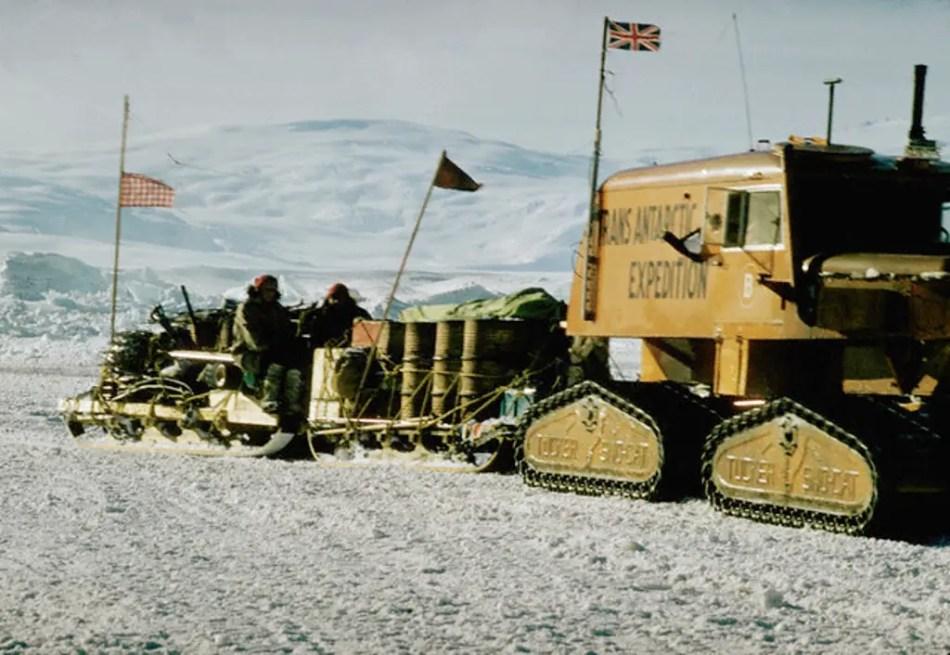 Fotografía del tren de provisiones de la expedición transatlántica.