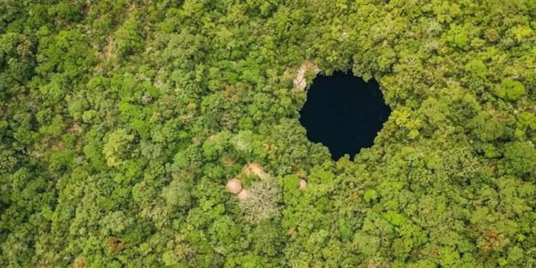 Saltando dentro de uno de los abismos más profundos del mundo