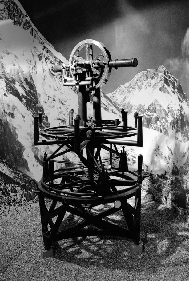 Teodolito de William Cary utilizado para medir el monte Everest.