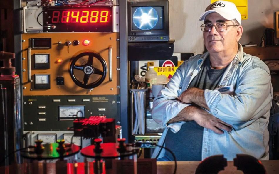 Fotografía de Richard Hull y su reactor.
