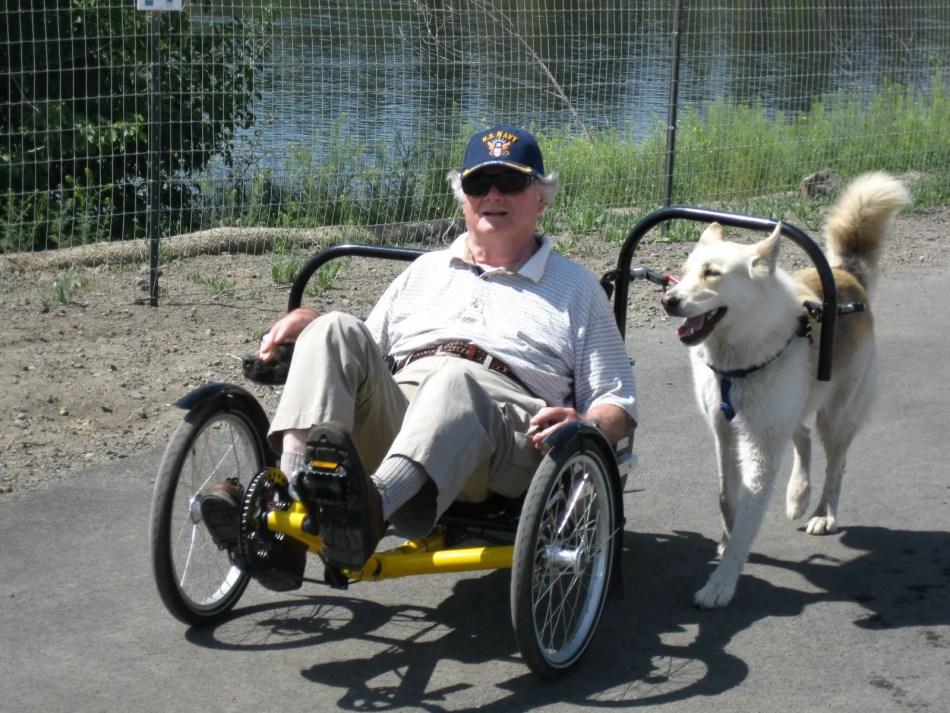 Biciclo impulsado por perros.
