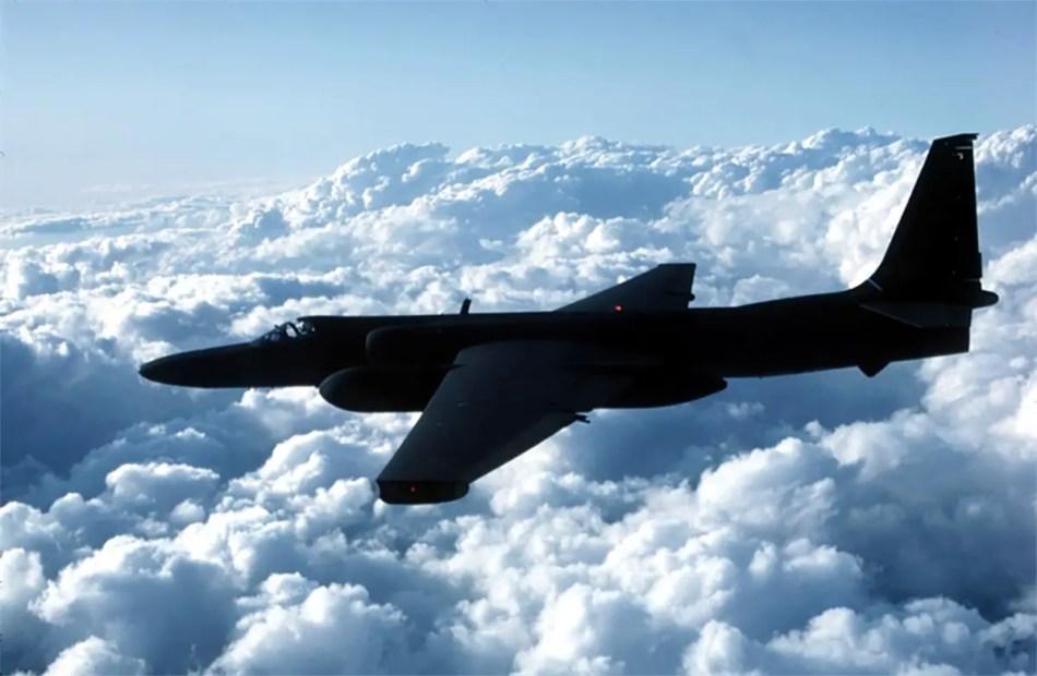Fotografía de un avión U-2 en vuelo.
