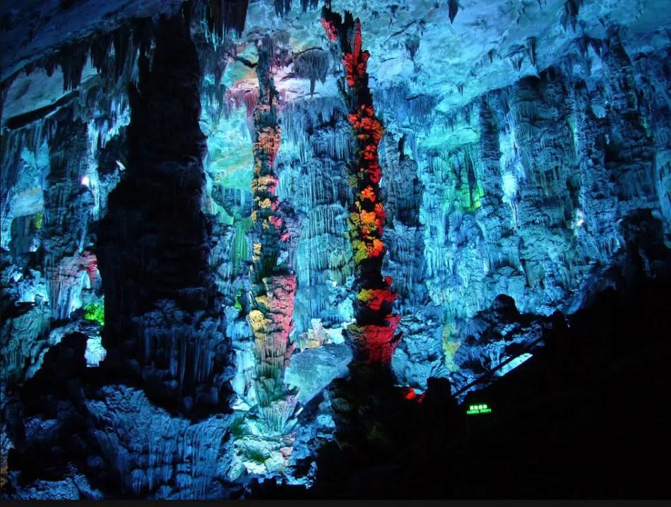 Interior rocoso de la cueva Flauta en China.