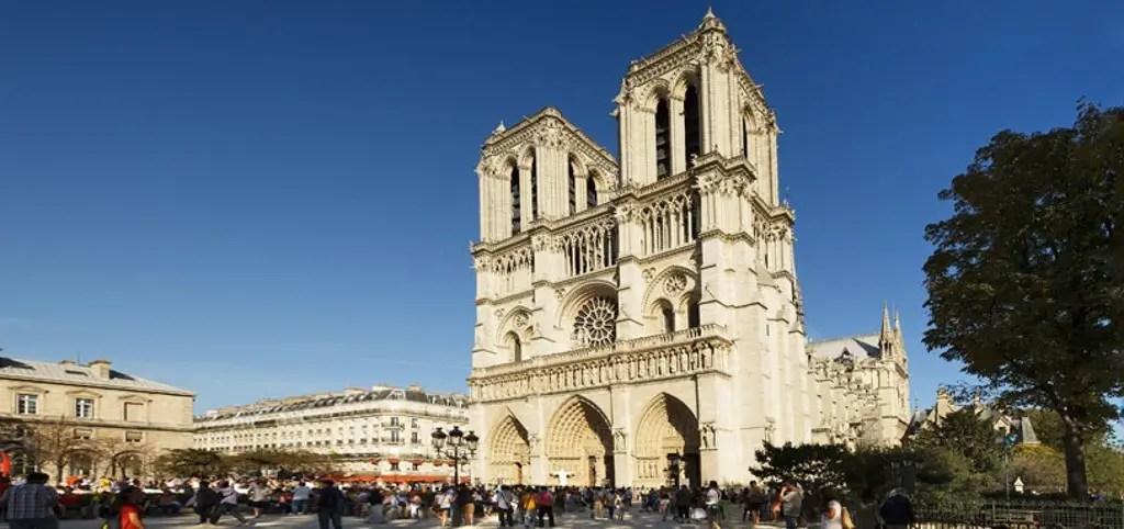 Frente de la catedral de Notre Dame.