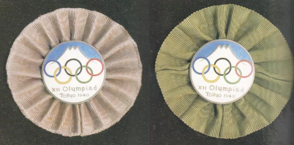 Dos medallones conmemorativos de los juegos olímpicos de Tokio.
