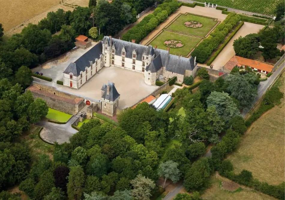 Vista aérea del patio del El Château de Goulaine.