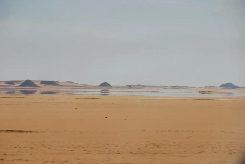 Imagen de un espejismo en el desierto.