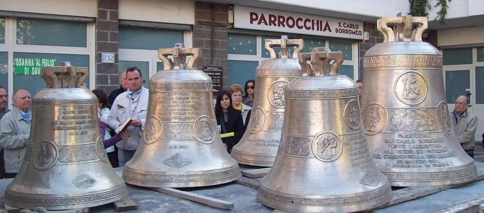 Imagen de una misa en la cual se bendicieron las campanas de la Pontificia Fonderia Marinelli. Marinelli.