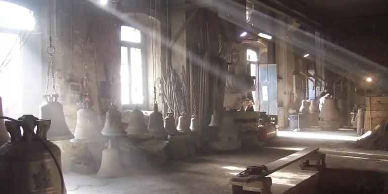 Campanas dentro del antiguo taller de la Pontificia Fonderia Marinelli.