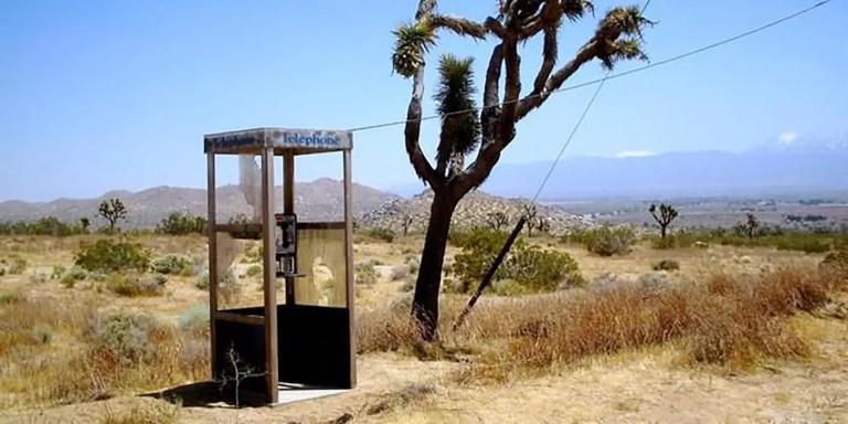 Detalle de la cabina telefónica de Mojave.