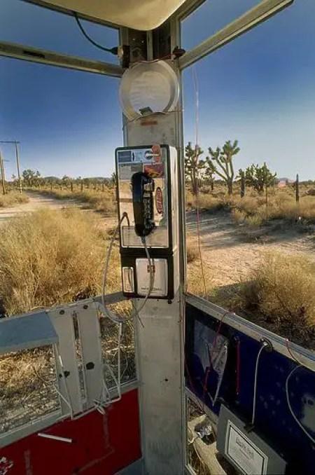 Detalle del interior de la cabina telefónica de Mojave.