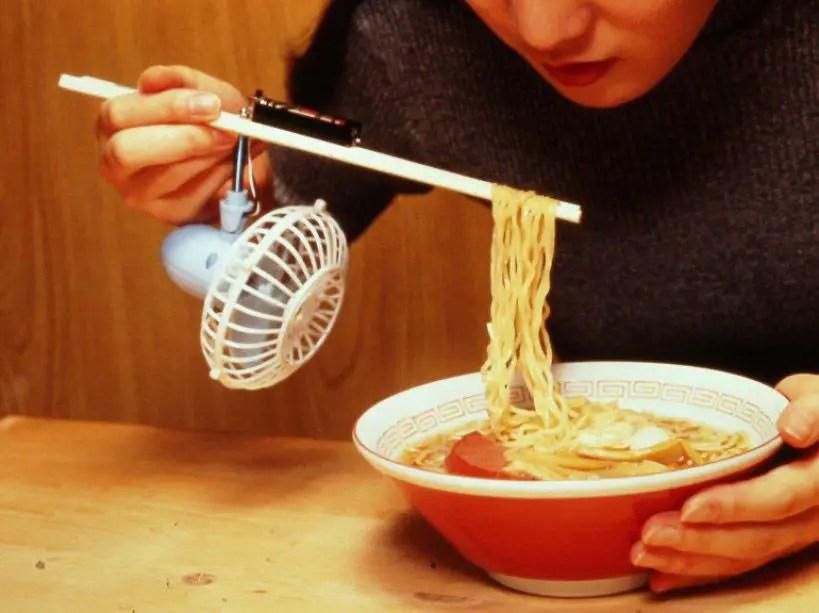 Enfriador de ramen automático, una de las tantas soluciones imprácticas del chindogu.